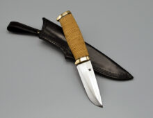 Hunting knife with 100 mm wootz blade